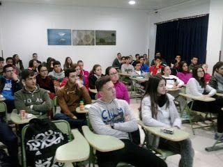 """Alumnos de Bachillerato en la charla """"La relación entre las matemáticas y la arquitectura"""". Actividad organizada por el Dpto. de Matemáticas"""