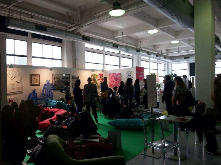 Ambiance typiquement Italienne à l'AAF Milan : Art et coin détente ...!
