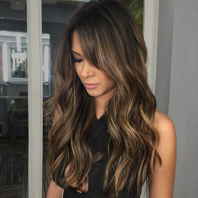 Morena iluminada tons de caramelo @dra.ana.coelho #cabelosdossonhos #morena #morenailuminada #hair #cabelo #highlights