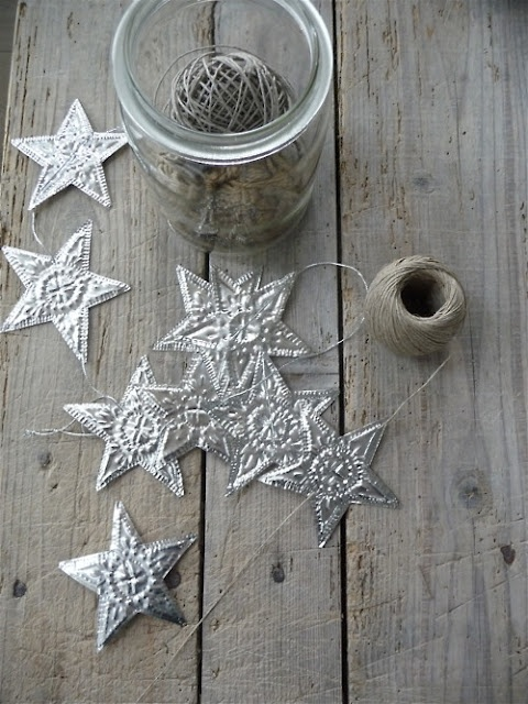 pressed tin star garland...nevermind that the original link is in french - i think i can figure this out!