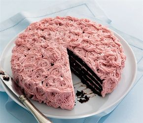 Chokoladekage med brombær og brombærcreme
