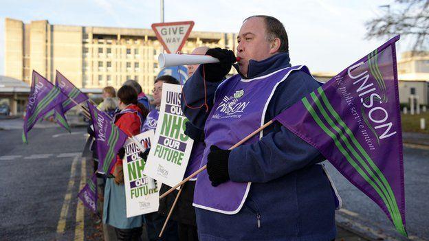 Unison calls off strike by NHS staff / BBC News