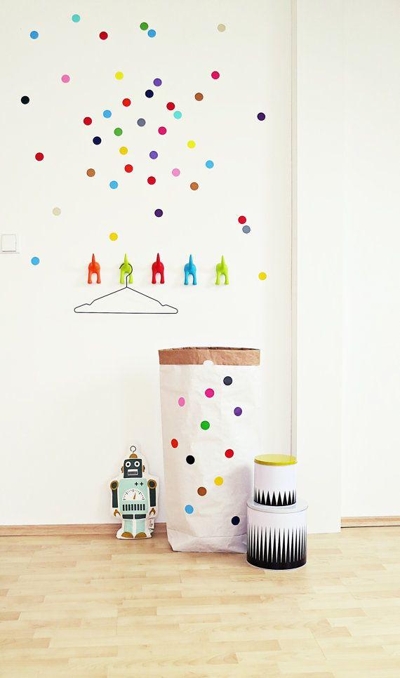 Lust auf einen neuen Look ????  Mit diesen fröhlichen Punkten kannst Du in nur wenigen Sekunden Deinem Raum ein neues Styling verpassen... ....zum Verschönern und Aufpeppen einfacher Vasen, Kerzen, Boxen, Schubladen oder was du immer schonmal verändern wolltest.  Buntes für jeden Raum, jede Tür, jede Kiste, jede Gelegenheit.  ...nur g!klebt.  Größe/Maße/Gewicht:  Durchmesser: ca.36mm  Punkte-Aufkleber (sonnengelb,orange,rot,rosa,pink,violett, hellblau,dunkelblau,anthrazit,kupfergold,grün je…