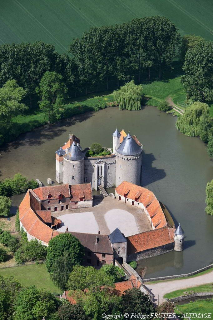 Château d'Olhain, Fresnicourt-le-Dolmen: located within extensive moats, it is…