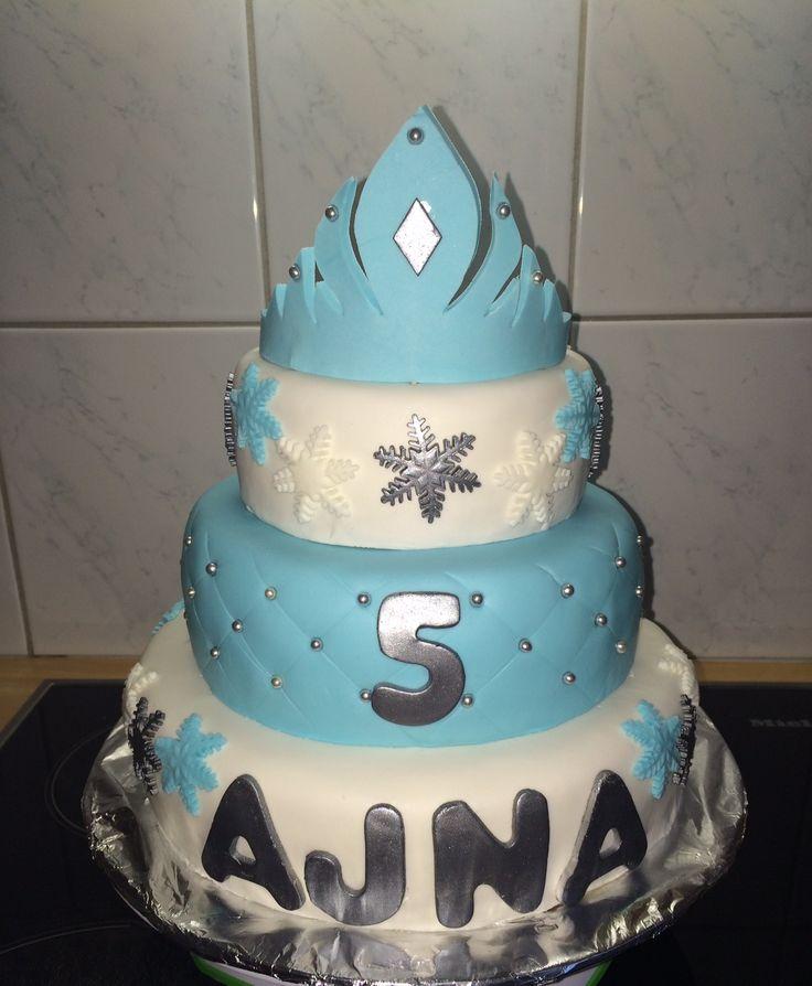 Ajna is 5 years old and she wanted a Frozen cake with a Frozen crown and snowflakes. ^_^ Ajna is 5 jaar oud en wilde een Frozen taart met een Frozen kroon en sneeuwvlokken. ^_^
