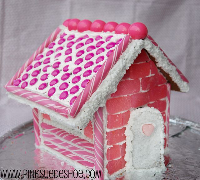 tutorial for gingerbread houses. i need a little help after last year's attempt.