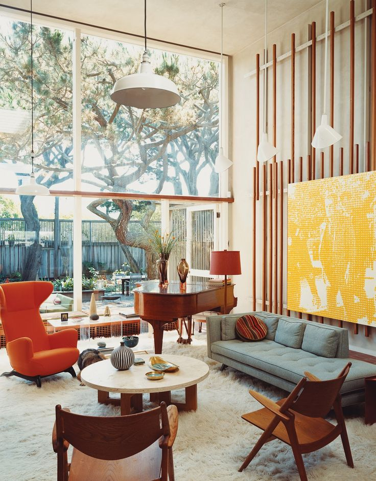 Gorgeous 70s interiors. Interesting way to hang pictures