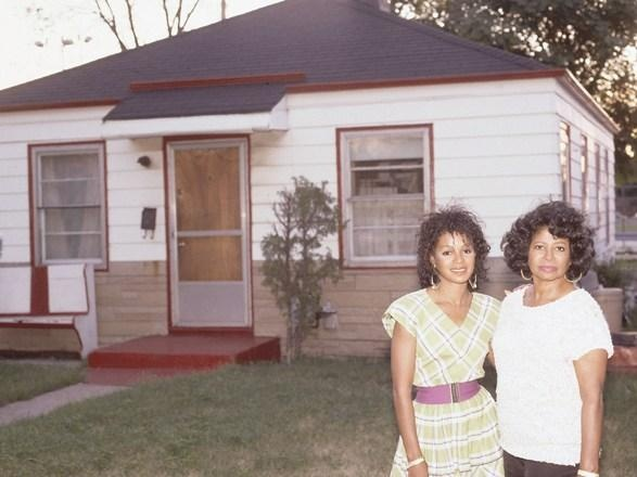 Katherine and rebbie jackson standing in front of their for Jackson 5 mural gary indiana