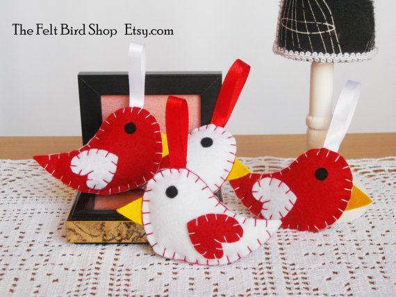 Uccellini di feltro. Uccellini rossi e bianchi. di TheFeltBirdShop