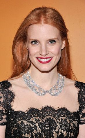 What a necklace!!! It looks absolutely amazing on the stunning Jessica Chastain (would look good on anyone, though)