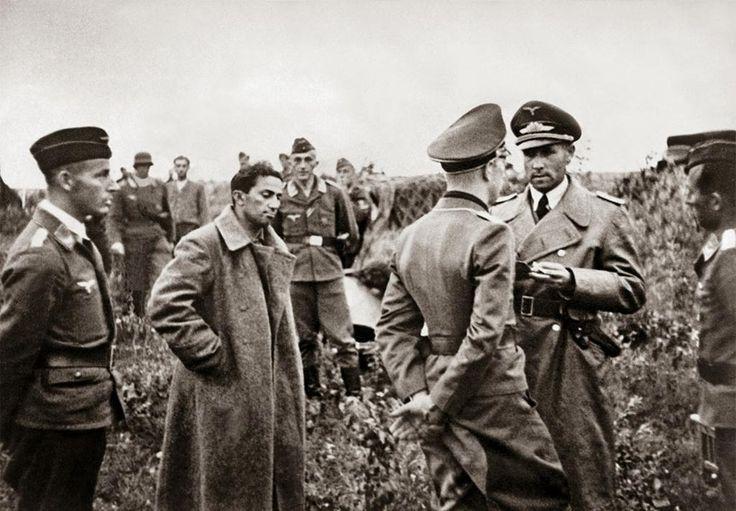 12. O filho de Stálin, Yakov Dzhugashvili, capturado em 1941 durante as primeiras incursões nazistas.