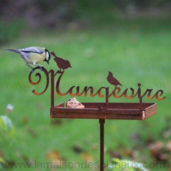 Mangeoire en metal pour oiseaux sur piquet patine rouille for Decoration jardin metal