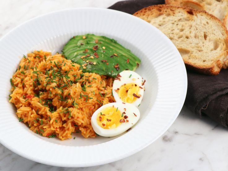 Jollof rice med avokado och soltorkade tomater | Recept från Köket.se