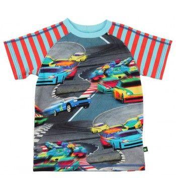 Leuk t-shirt met 'Toy cars' van Molo met korte mouw en strepen erop. Op de voorkant en achterkant een print van race cars.  Molo Rollo colorfull car race www.kidsindustry.nl