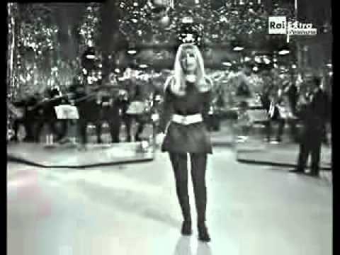 "Italian adaptation of ""Katyusha,"" under the name Casatschok. Dalida"