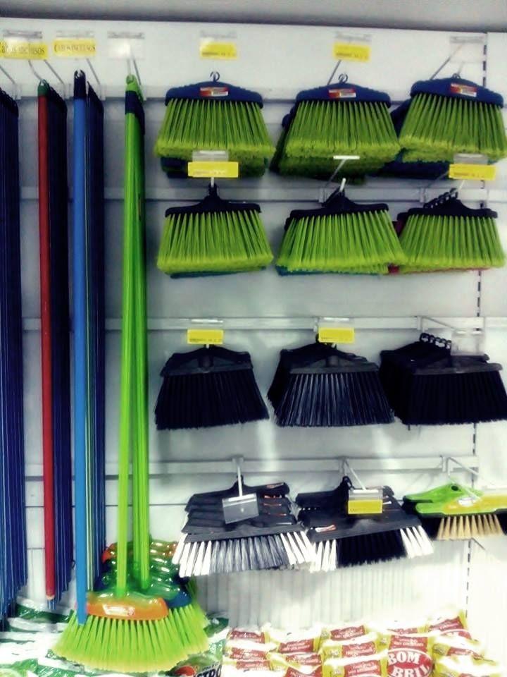 Produtos de limpeza como vassouras e rodos você encontra na Plasticamp. Av. Marechal Carmona,395 Vila João Jorge Campinas-SP   Fones para contato: Loja (19)-2511-6037  Televendas (19)3237-1444.