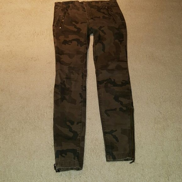 Zara camouflage skinny jeans Zara camouflage skinny jeans with ankle side zippers Zara Pants Ankle & Cropped