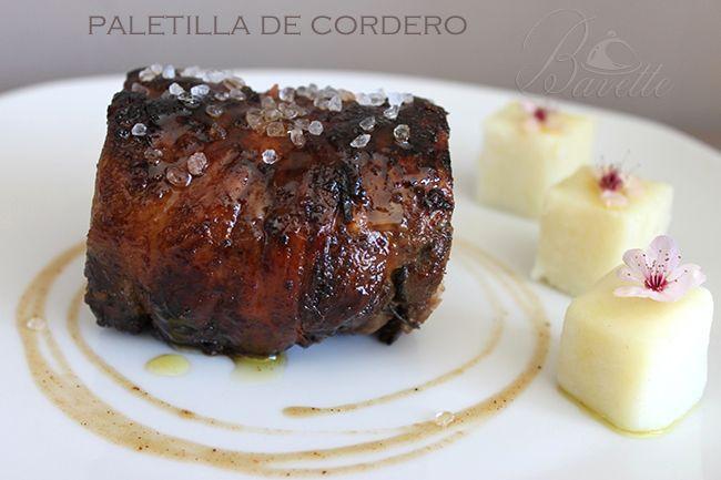 Paletilla de cordero  con especias y pure de patata.