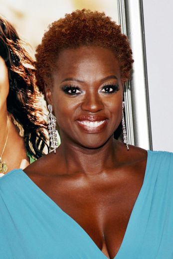 Viola Davis always looks so regal when she wears her naturally curly crop.