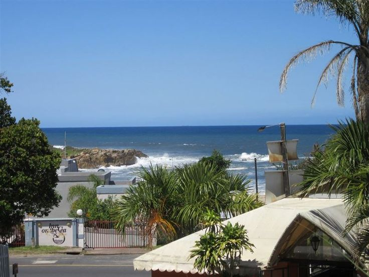 4 Crayfish - Attractive first floor apartment with a stunning sea view, perfectly located just 50 meters to Ramsgate Blue Flag beach with a variety of restaurants in the immediate vicinity, including the well known ... #weekendgetaways #margate #southcoast #southafrica