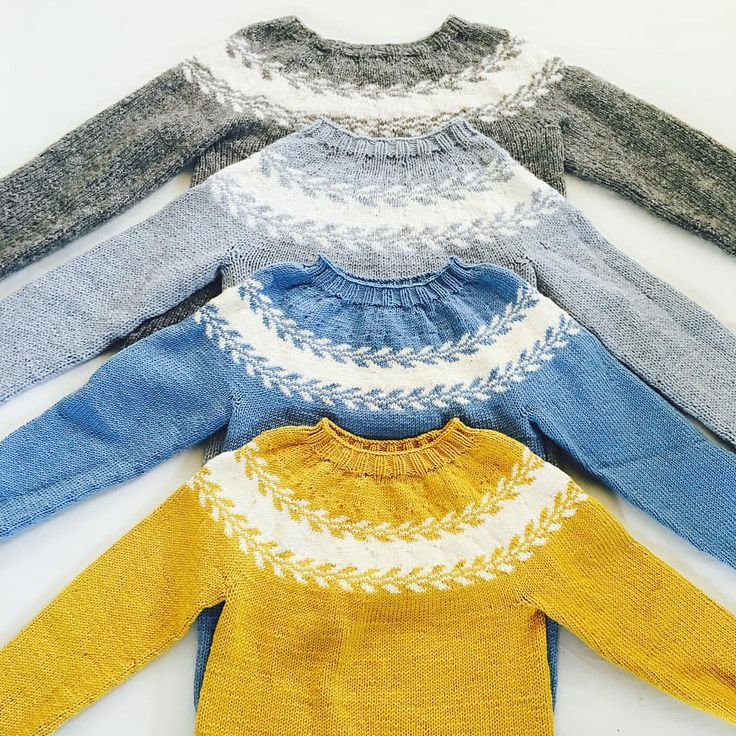 En samling med #snøløvgenser #marygenser #strikkedilla #strikk #strikking #knitted #knitting #inspirasjon