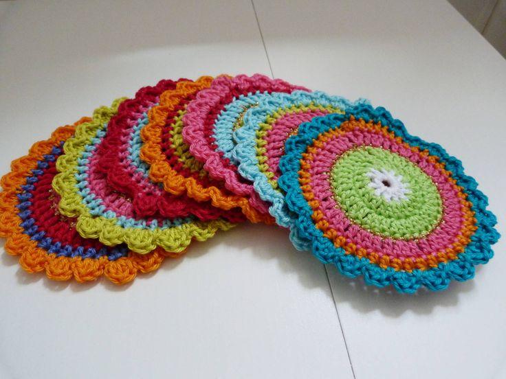 Oilily onderzetters patroon. Oilily coasters tutorial in Dutch.: Crochet Round, Crochet Coasters, Oilili Coasters, Free Pattern, Haken Crochet, Crochet Patroon Patterns, Onderzett Haken, Onderzetters Haken, Oilily Onderzetters