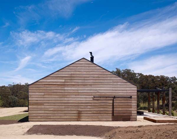 Panoramic Australian Residence inspired by farmhouses: Hill Plain House