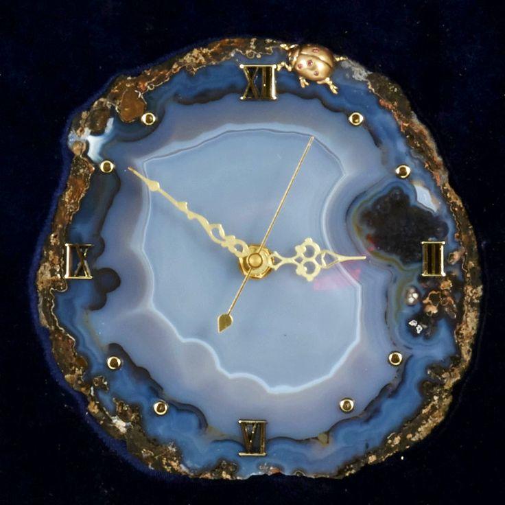 """Часы из камня """"Божья коровка"""" Драгоценный камень агат. Часы из натуральных драгоценных и полудрагоценных камней (арт. 76116)"""