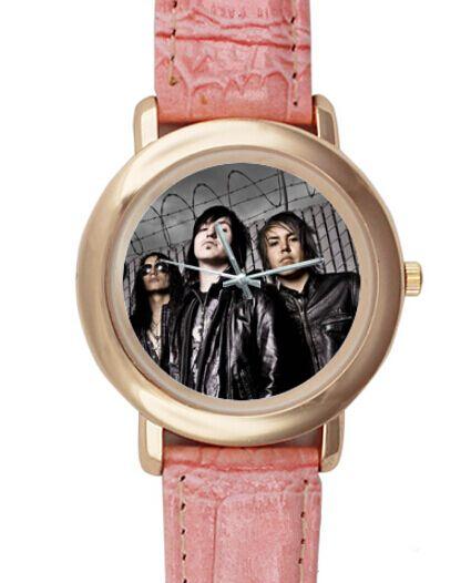 Купить товарИзбежать судьбы группа горячая распродажа мода черные мужчины кварцевые нержавеющей стали свободного покроя женщины спорт наручные часы бесплатная доставка L100 в категории  на AliExpress.             Средний Индивидуальные часы Высокое качество.                             Эти часы более чем способ.