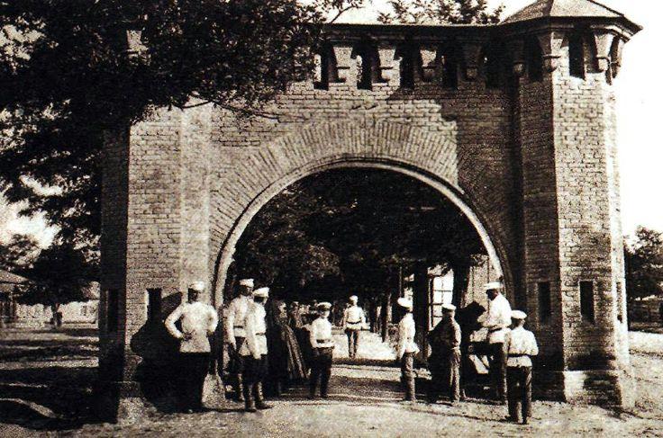 Старые ворота Грозного