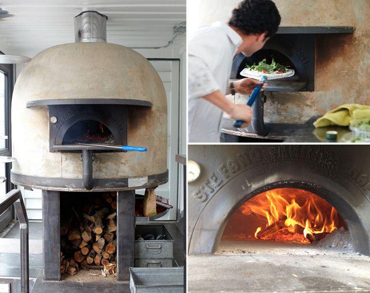 Del Popolo mobile pizzeria store design