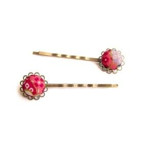 Hair accessories made with japanese fabric : http://www.ichigotopinattsu-shop.com/fr/accessoires-cheveux-coiffure-tissu-japonais/186-barrettes-bronze-en-tissu-japonais-rose-pinku.html
