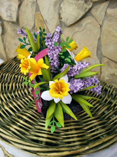 Cosulet cu flori de primavara din hartie bilingual tutorial : Romanian-English  In Romania ,on 1 March ,we celebrate the arrival of Spring ,and on 8 March ,we celebrate Mother's Day .People offers ...