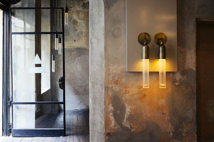 Il duo di designer Apparatus presenta nel cuore delle 5VIE la nuova collezione di luci e arredi, completamente realizzata a mano nell' atelier di New York
