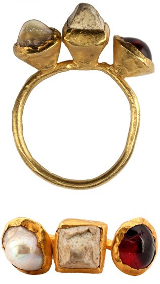Ostrogothic ring. Ravenna. 6th century. Gold, pearl, carbonized stone, and garnet