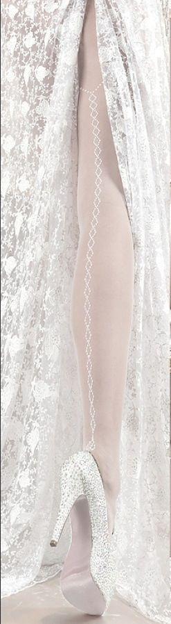 De vakreste Stay-ups og strømpebukser til bruden finner du hos oss ABELONE.NO Nettbutikk & Brudesalong  www.abelone.no