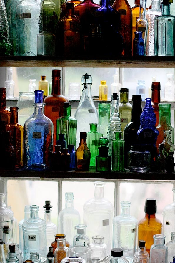 Best 25 bottle display ideas on pinterest wine bars for Glass bottle display ideas