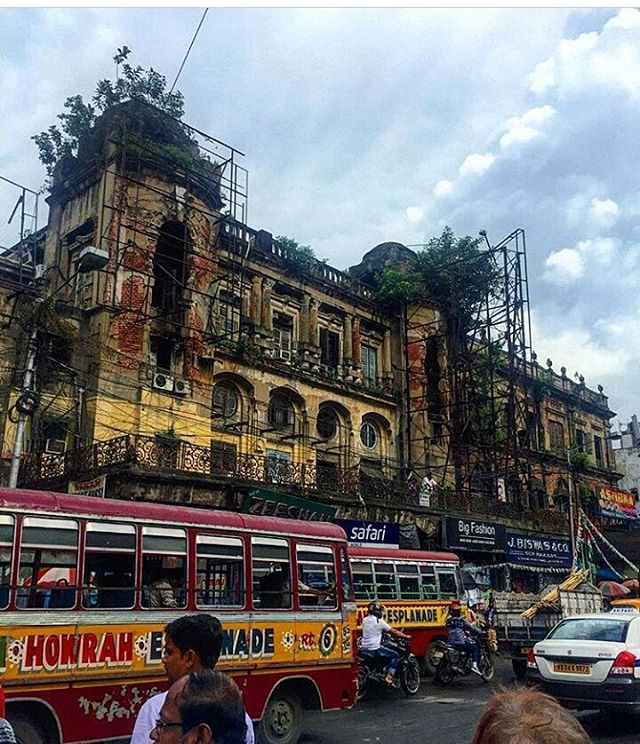 Today's top pick of @trellingkolkata . . Streets of Kolkata Picture Courtesy :- @nicnakcastle . Use #trellingkolkata to get featured!  Tryout Trell App to discover new things in the city and connect with a global community of explorers, travelers, photographers and foodies! Download it from trellapp.com