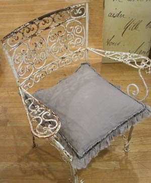 Scrolly Iron Garden Chair: Gardens Items, Amazing Chairs, Garden Chairs, Irons Treasure, Gardens Desire, Gardens Patio, Gardens Chairs, Lawn Chairs, Irons Gardens