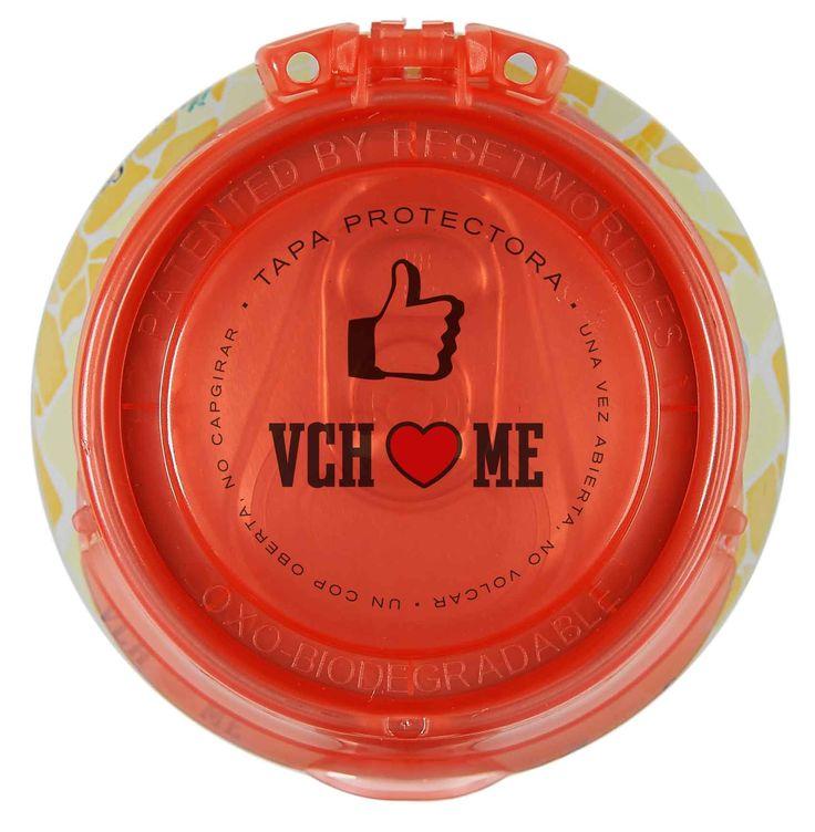 La nueva lata del agua mineral natural carbónica Vichy Catalán vista desde arriba, con su tapa roja, la genuina
