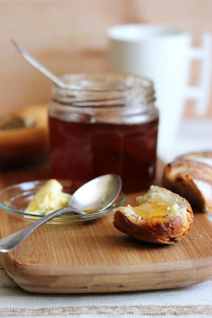 """GELEE DE POMMES AU THE PARFUME (1,5 kg de pommes Royal Gala non traitées, 800 g de sucre par litre de jus obtenu,  le jus d'un citron, 10 g de thé """"Songe d'une nuit d'été"""" ou un thé earl grey)"""