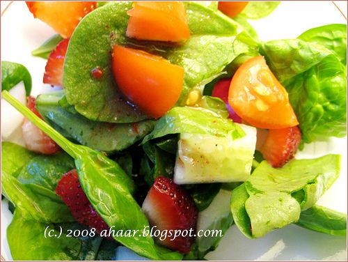 Baby spinach and cherry tomatoes salad. Recipe at ahaar.blogspot.com