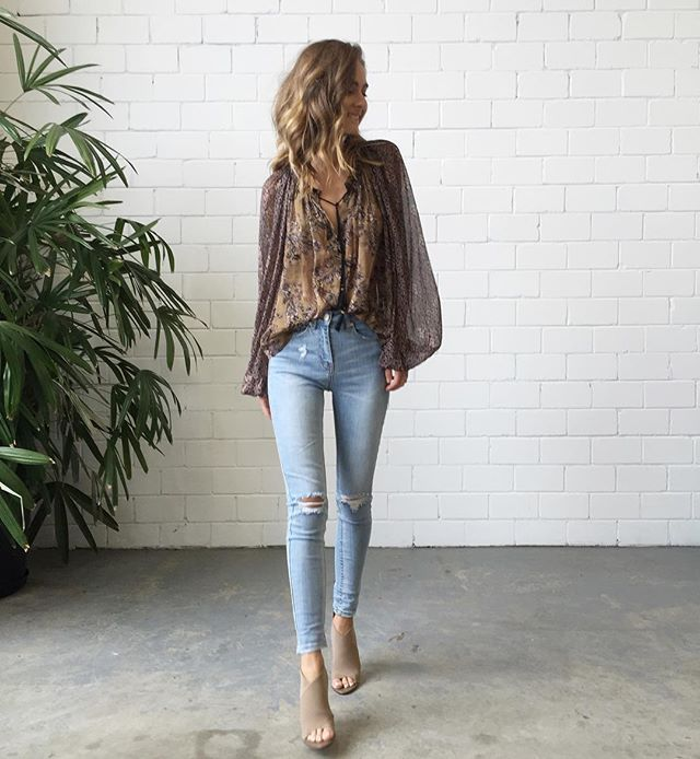 Thursdays in #FreePeople  Our Hendrix Printed Blouse $199 & #CamillaAndMarc Stevie Jeans $280 | #ModeCollective Elastic Bootie $269