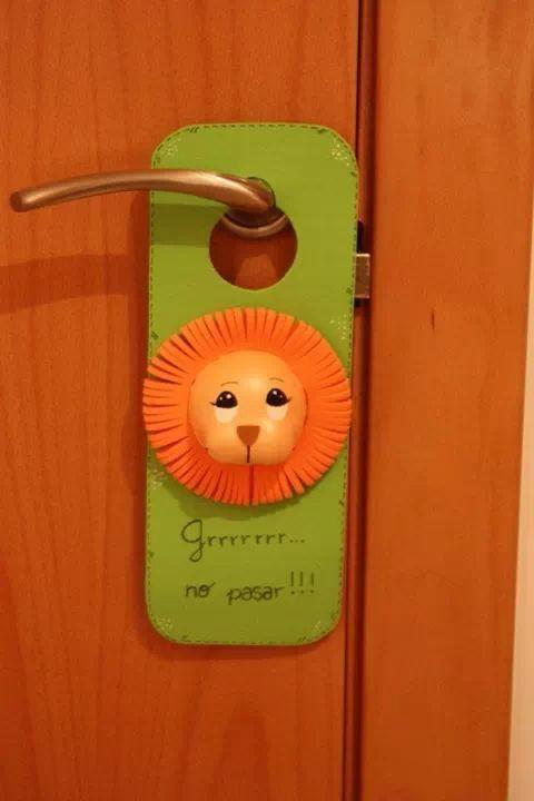 Colgador puerta ideas goma eva pinterest for Colgadores de ropa para puertas