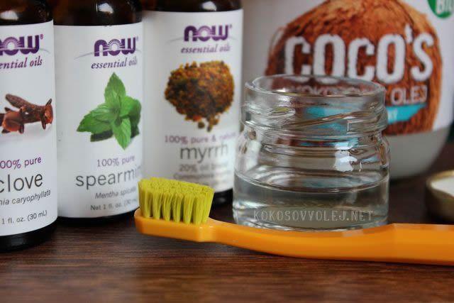Kokosový olej pre žiarivo biele a zdravé zuby. Návod na výrobu zubnej pasty z kokosového oleja pre zdravé zuby bez kazov. Kokosový olej na zuby...