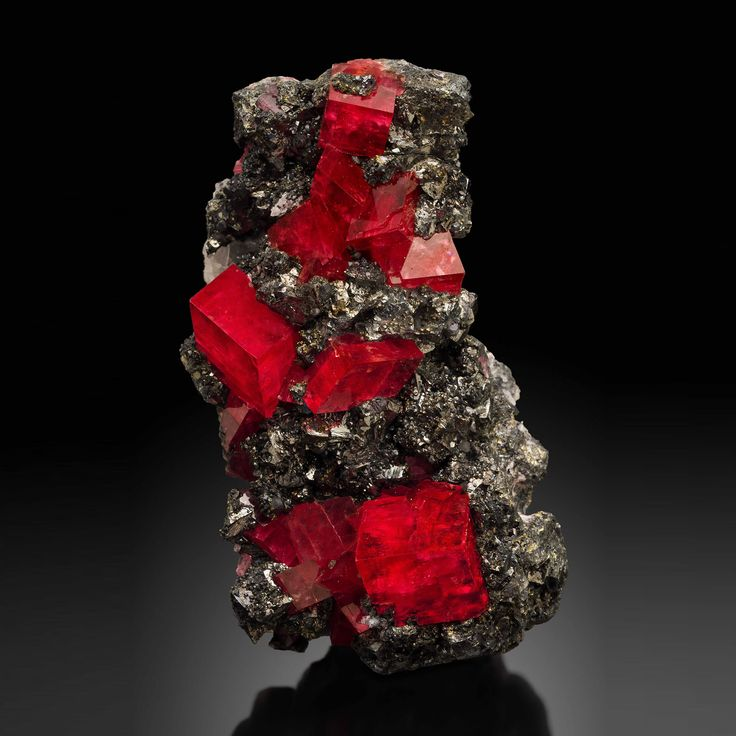 Rhodochrosite - Sweet Home Mine, Mount Bross, Alma District, Park Co., Colorado, USA Size: 12 cm