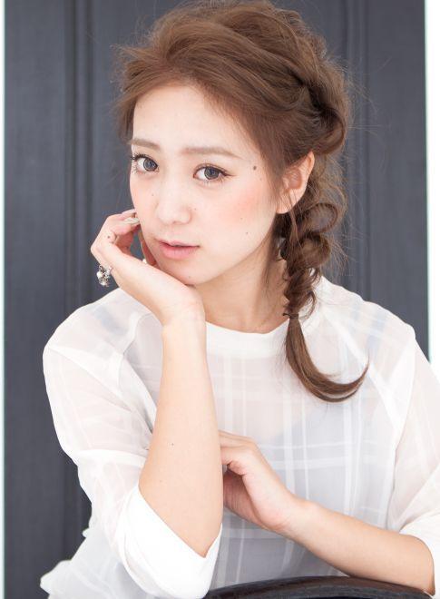 伸ばしかけでもできる!ルーズなくるりんぱ三つ編み♡ 女子会にしていきたいヘアスタイルのまとめ。髪型・アレンジ・カットの参考にどうぞ☆