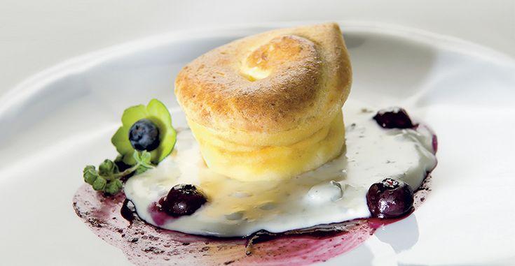 Flan di gorgonzola con mostarda e mirtillo speziato - #Ricette #Antipasti #Gorgonzola #DOP - http://www.gorgonzola.com/ricette/antipasti/flan-gorgonzola-mostarda-mirtillo-speziato/
