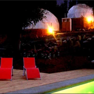 @Elqui Domos, Paihuano, Chili.  Hotel di Lembah Elqui ini merupakan sebuah combo yg sempurna. Ruang kubah geodesik memungkinkan Anda utk melihat bintang-bintang dari tempat tidur Anda. Ada sebuah teleskop di setiap kamar & bak mandi air panas di luar ruangan utk malam hari sambil menghitung rasi bintang. Ini salah satu dari tujuh hotel astronomis di dunia.