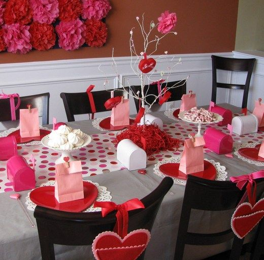 So cute for a kids' party! Or Ladies Luncheon. I woud add more ornaments on the tree